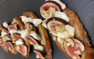 Goat Cheese & Fresh Figs Toasts